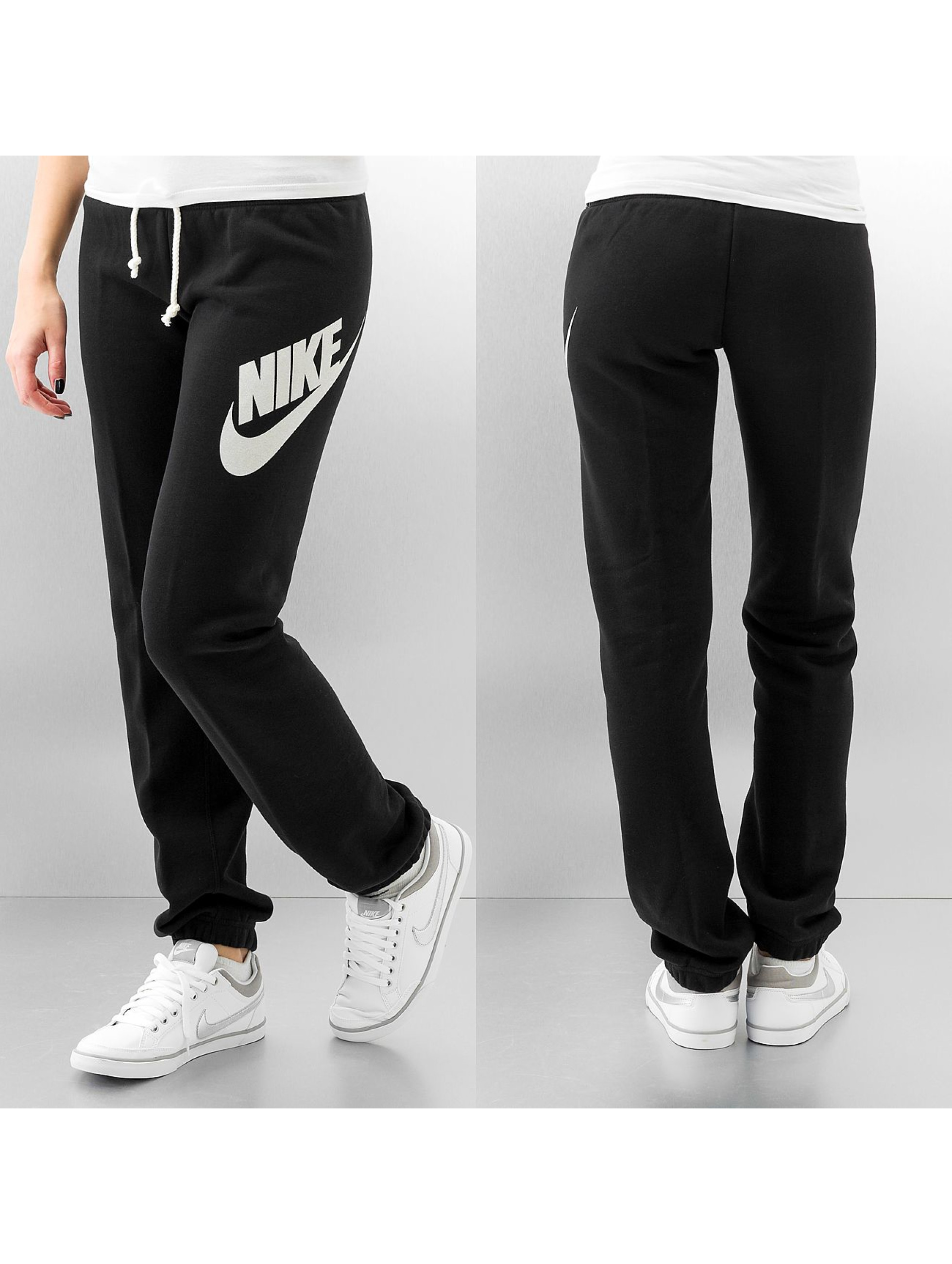 nike hose jogginghose logo rally in schwarz. Black Bedroom Furniture Sets. Home Design Ideas
